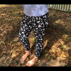 PINK Victoria Secret Ultimate floral leggings
